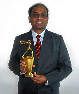 University award winnder Rahul Jain of the Centre for Quantum Technologies, National University of Singapore, pictured with trophy.
